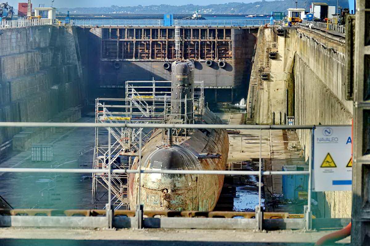 [Autre sujet Marine Nationale] Démantèlement, déconstruction des navires - TOME 2 - Page 24 _co12141