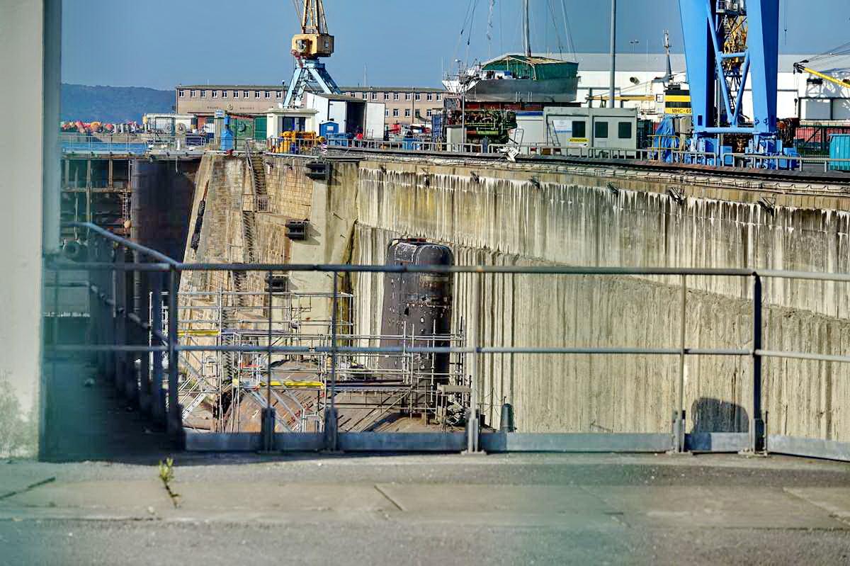 [Autre sujet Marine Nationale] Démantèlement, déconstruction des navires - TOME 2 - Page 24 _co12142