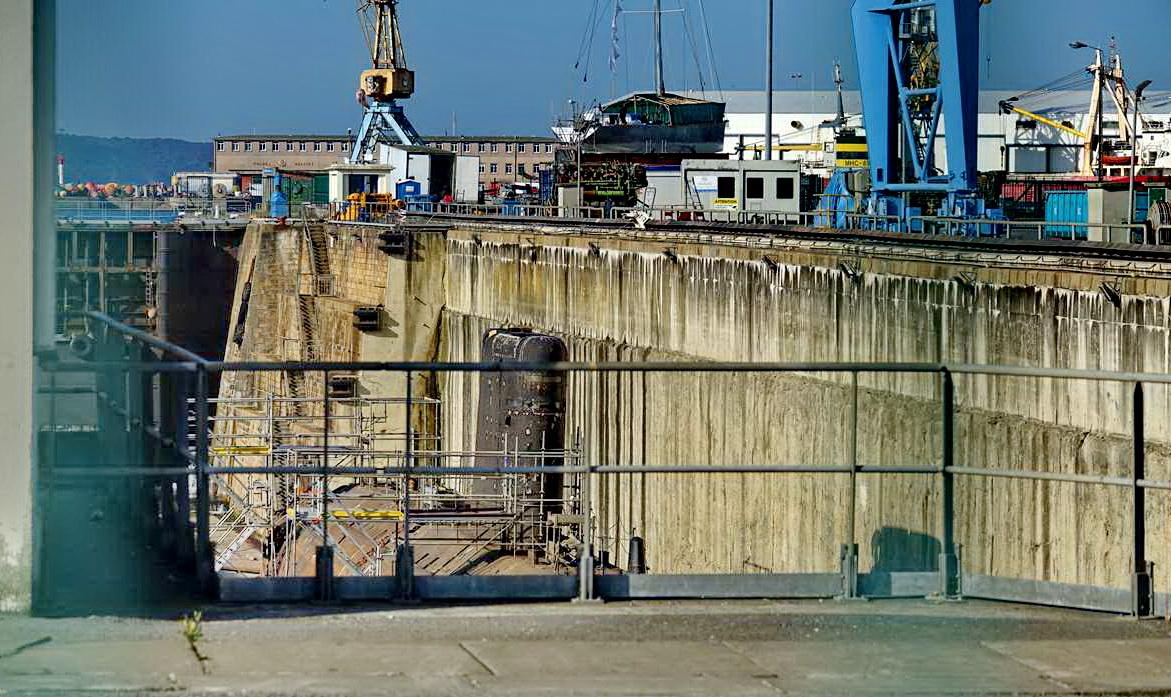 [Autre sujet Marine Nationale] Démantèlement, déconstruction des navires - TOME 2 - Page 24 _co12144