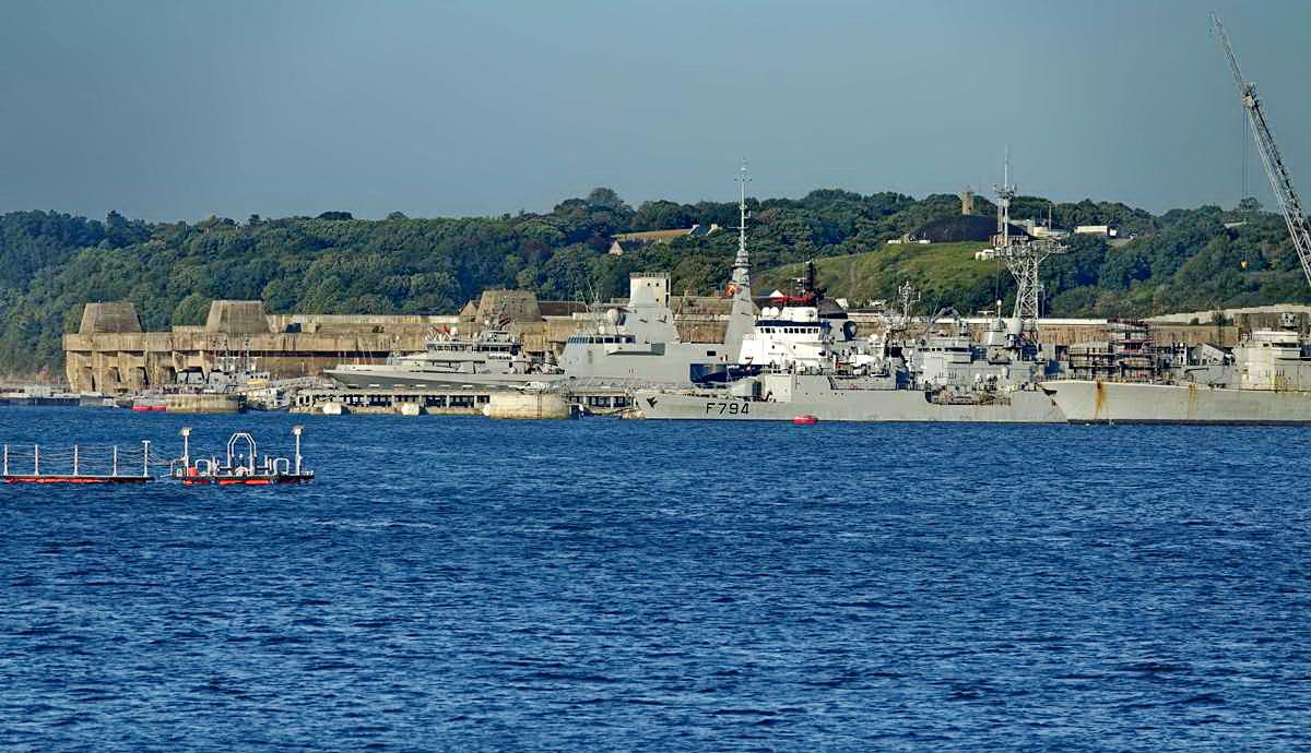 [Les ports militaires de métropole] Port de BREST - TOME 3 - Page 27 _co12275
