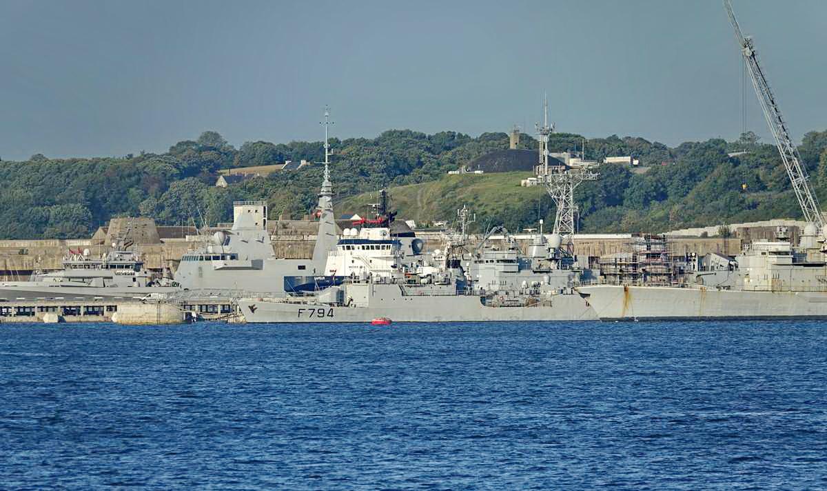 [Les ports militaires de métropole] Port de BREST - TOME 3 - Page 27 _co12278