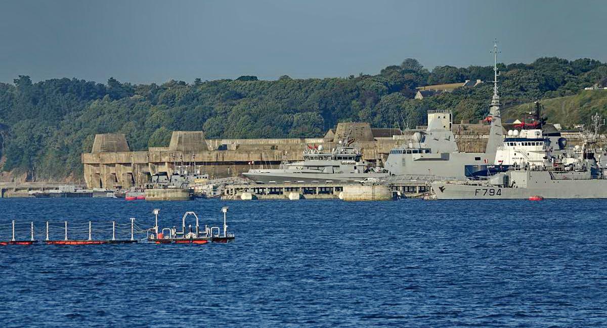[Les ports militaires de métropole] Port de BREST - TOME 3 - Page 27 _co12280
