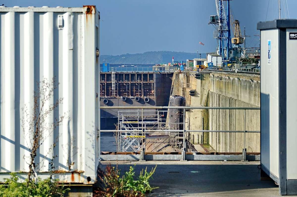 [Autre sujet Marine Nationale] Démantèlement, déconstruction des navires - TOME 2 - Page 24 _co12398