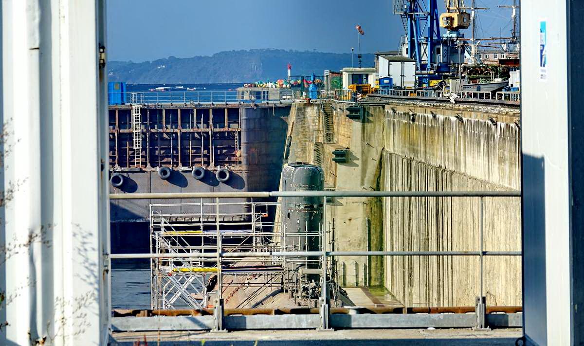 [Autre sujet Marine Nationale] Démantèlement, déconstruction des navires - TOME 2 - Page 24 _co12400