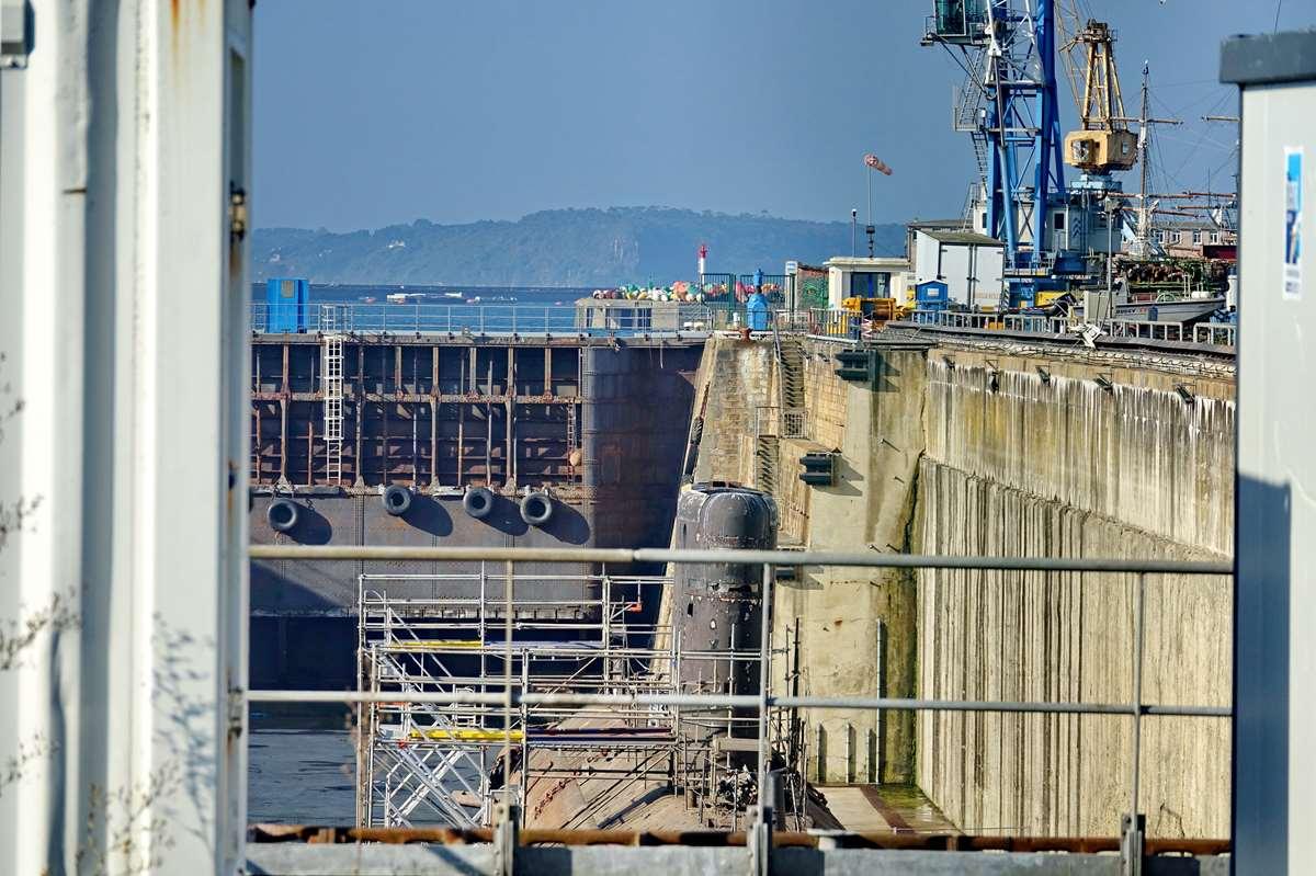 [Autre sujet Marine Nationale] Démantèlement, déconstruction des navires - TOME 2 - Page 24 _co12404