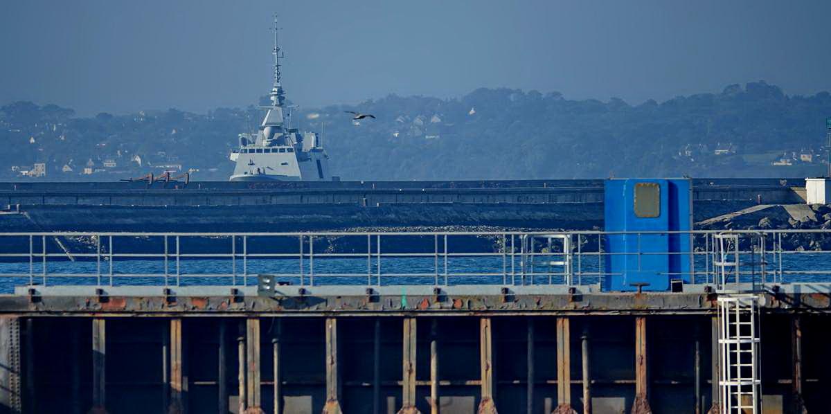 [Autre sujet Marine Nationale] Démantèlement, déconstruction des navires - TOME 2 - Page 24 _co12408