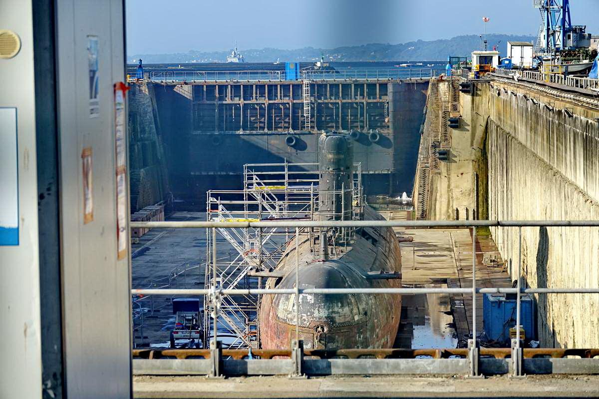 [Autre sujet Marine Nationale] Démantèlement, déconstruction des navires - TOME 2 - Page 24 _co12410