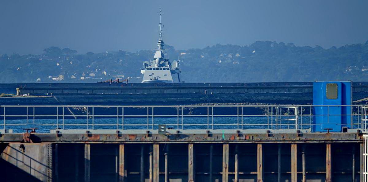 [Les ports militaires de métropole] Port de BREST - TOME 3 - Page 27 _co12462