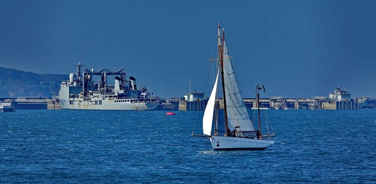 [Les ports militaires de métropole] Port de BREST - TOME 3 - Page 27 _co12472