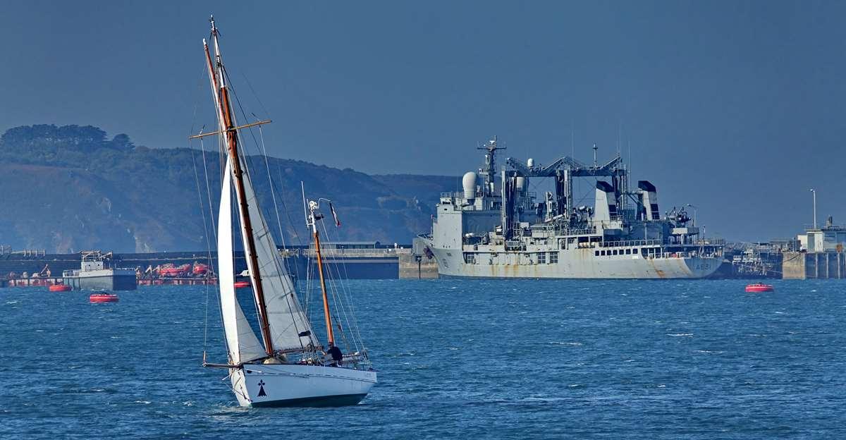 [Les ports militaires de métropole] Port de BREST - TOME 3 - Page 27 _co12476