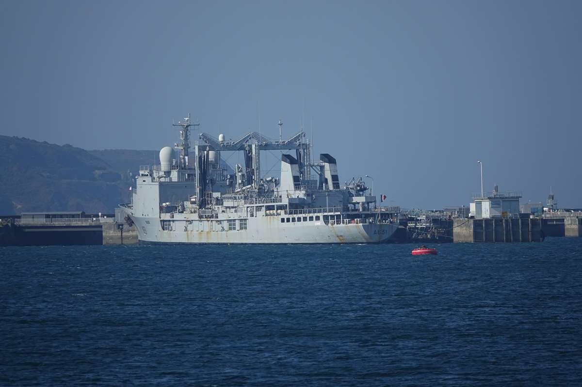 [Les ports militaires de métropole] Port de BREST - TOME 3 - Page 27 _co12482
