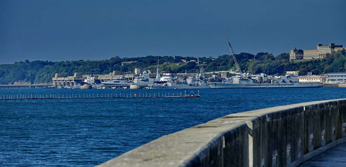 [Les ports militaires de métropole] Port de BREST - TOME 3 - Page 27 _co12590