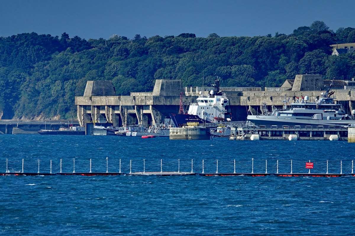 [Les ports militaires de métropole] Port de BREST - TOME 3 - Page 27 _co12591