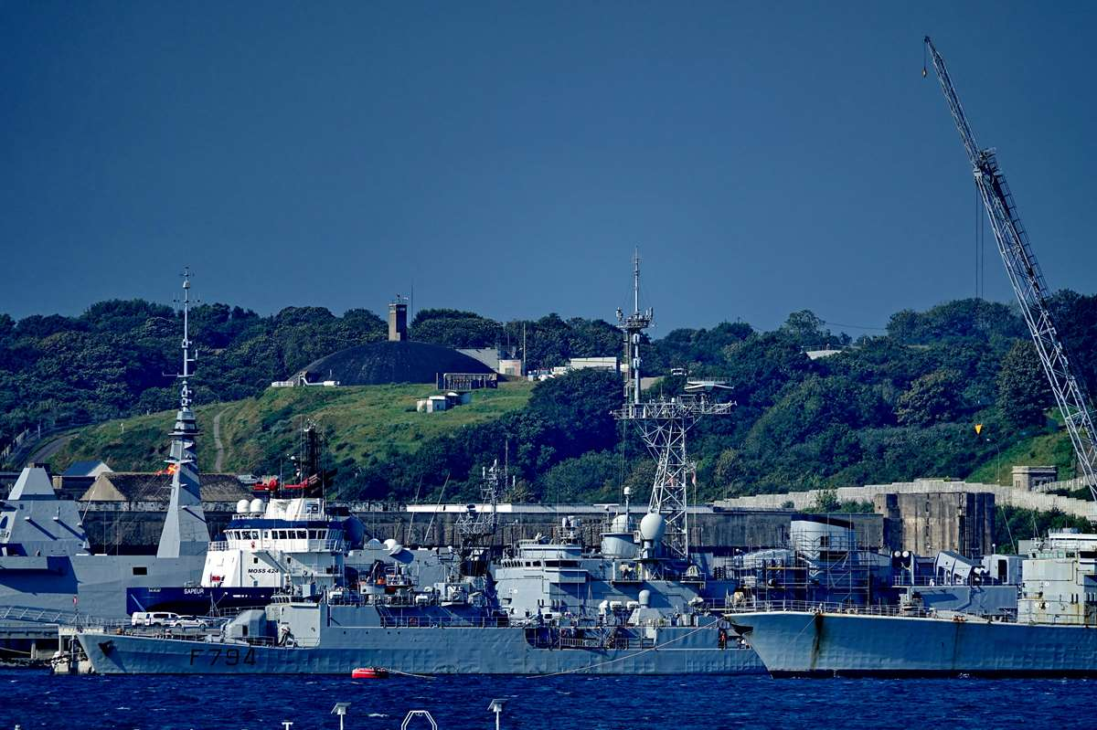 [Les ports militaires de métropole] Port de BREST - TOME 3 - Page 28 _co12661