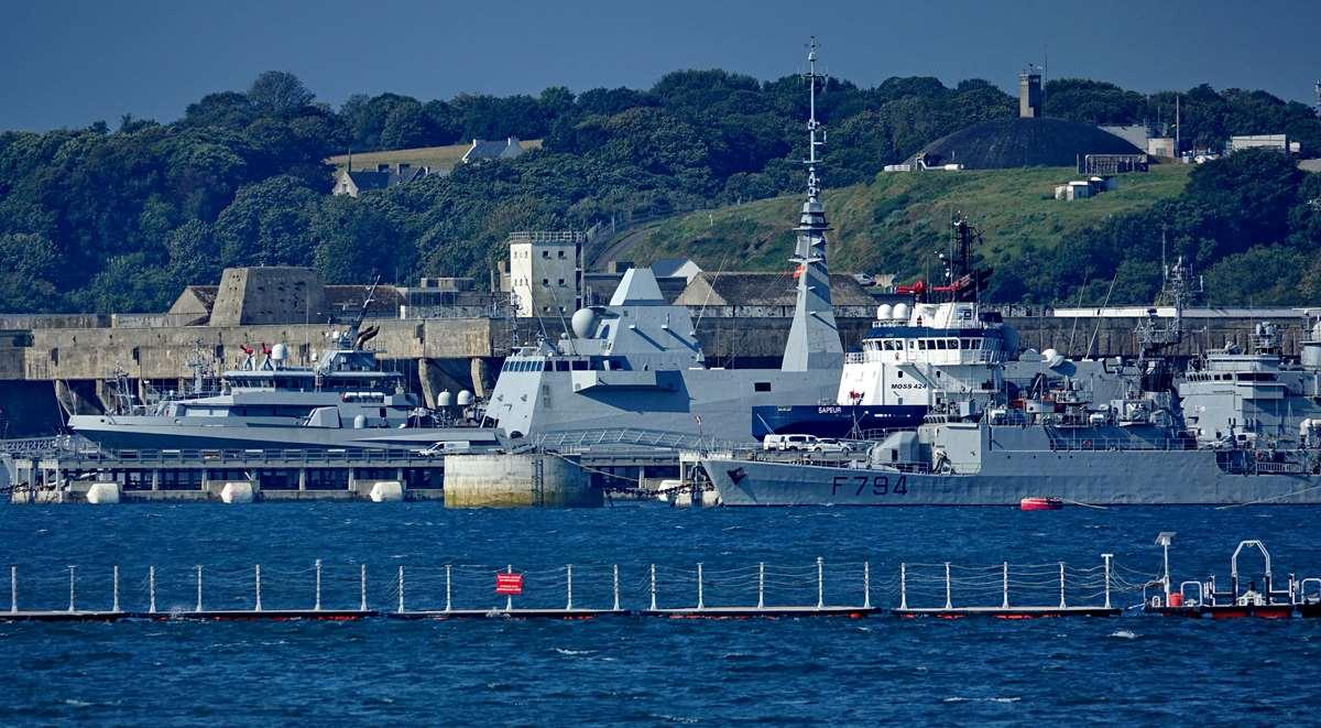 [Les ports militaires de métropole] Port de BREST - TOME 3 - Page 28 _co12663
