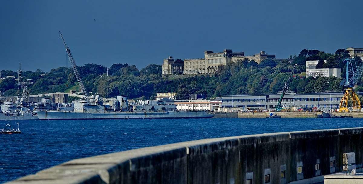 [Les ports militaires de métropole] Port de BREST - TOME 3 - Page 28 _co12664