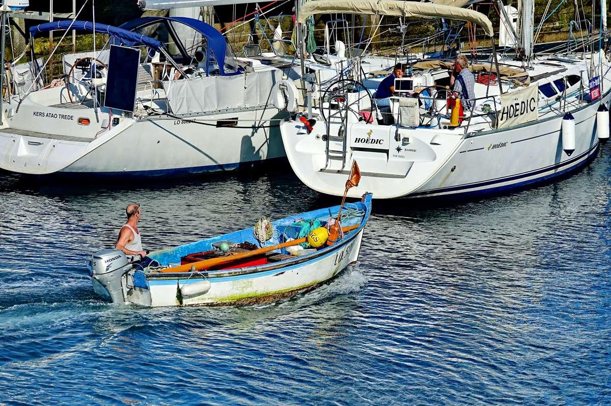 [VIE DES PORTS] Quelques bateaux de pêche (sur nos côtes Françaises) - Page 10 _co12689