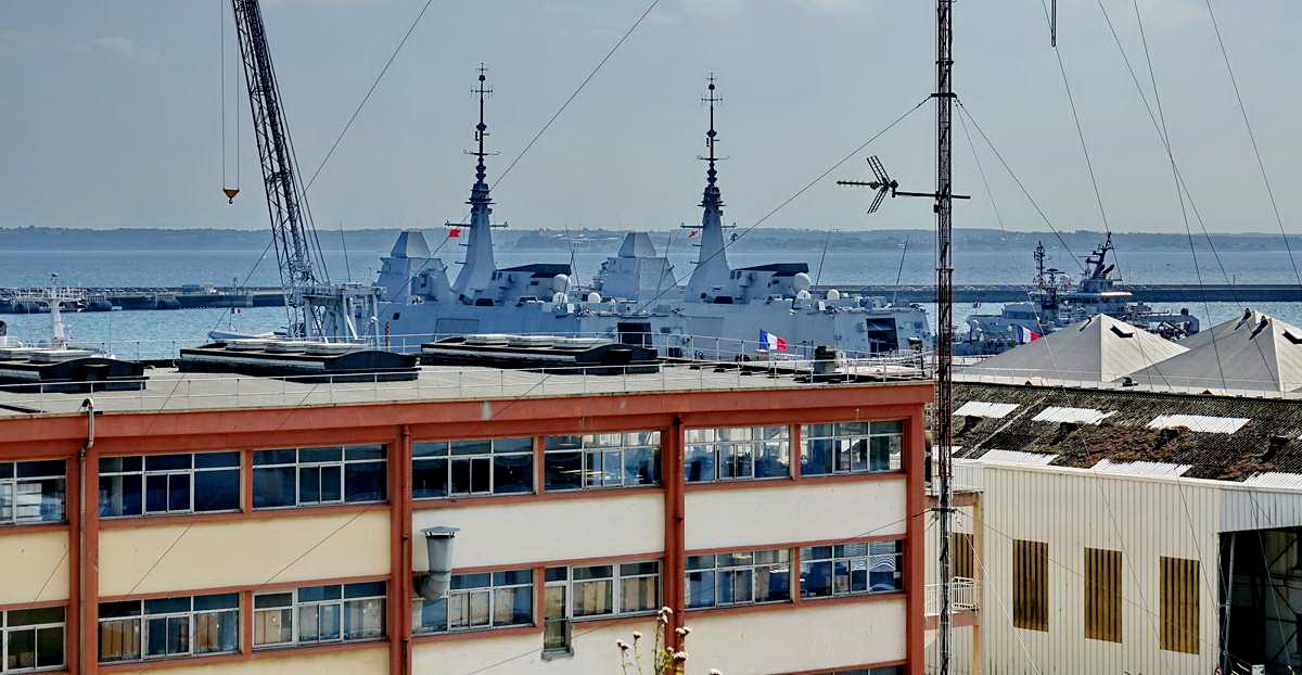 [Les ports militaires de métropole] Port de BREST - TOME 3 - Page 28 _co12750
