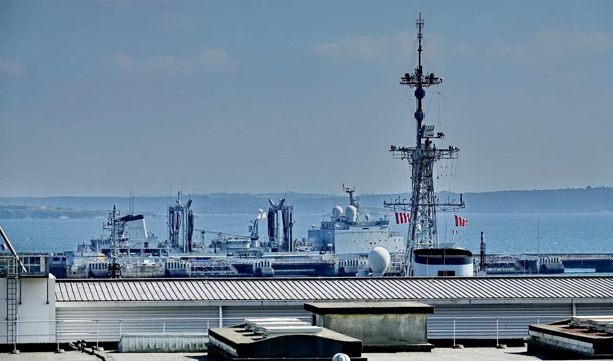 [Les ports militaires de métropole] Port de BREST - TOME 3 - Page 28 _co12753