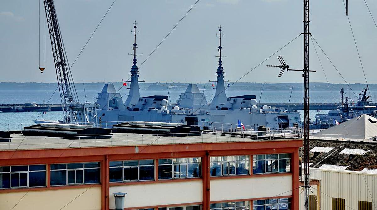 [Les ports militaires de métropole] Port de BREST - TOME 3 - Page 28 _co12754