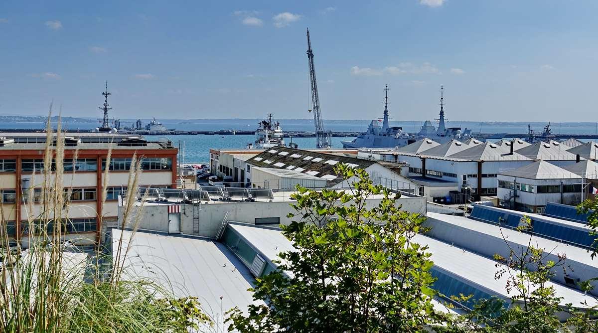 [Les ports militaires de métropole] Port de BREST - TOME 3 - Page 28 _co12758