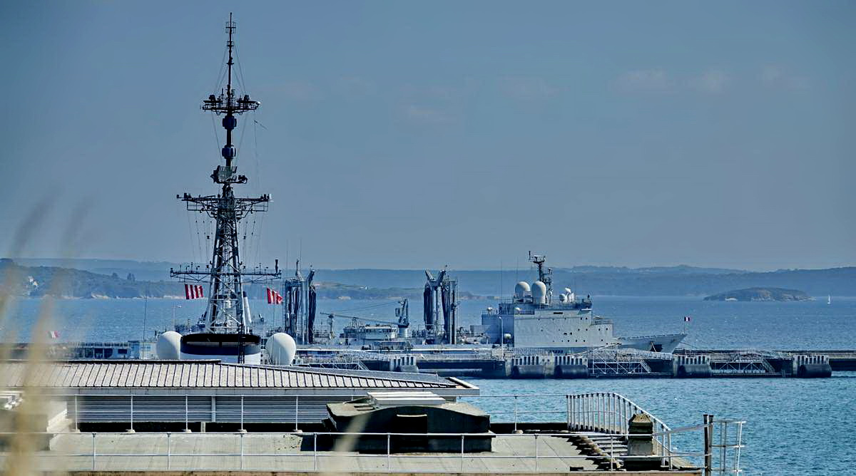 [Les ports militaires de métropole] Port de BREST - TOME 3 - Page 28 _co12759