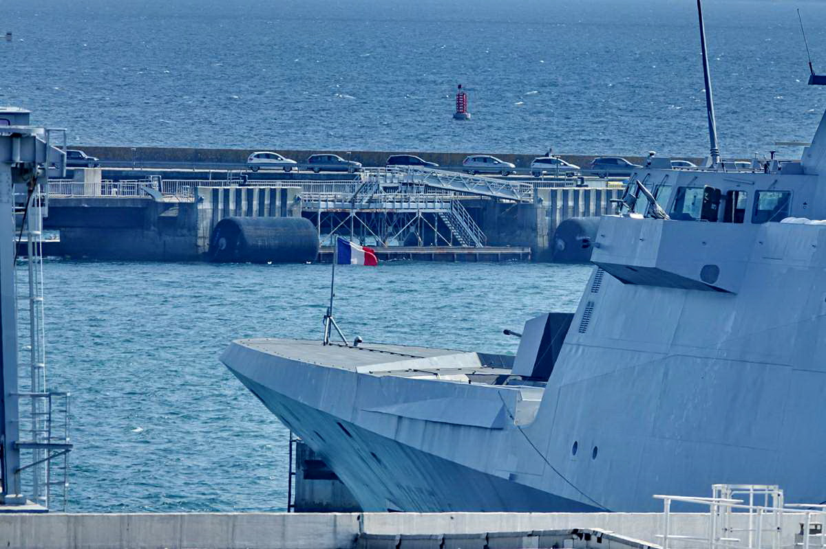 [Les ports militaires de métropole] Port de BREST - TOME 3 - Page 28 _co12762