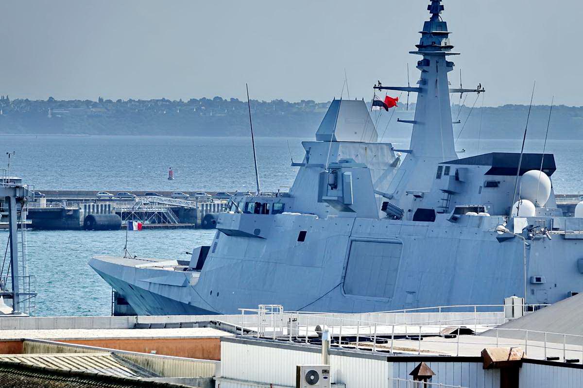 [Les ports militaires de métropole] Port de BREST - TOME 3 - Page 28 _co12763