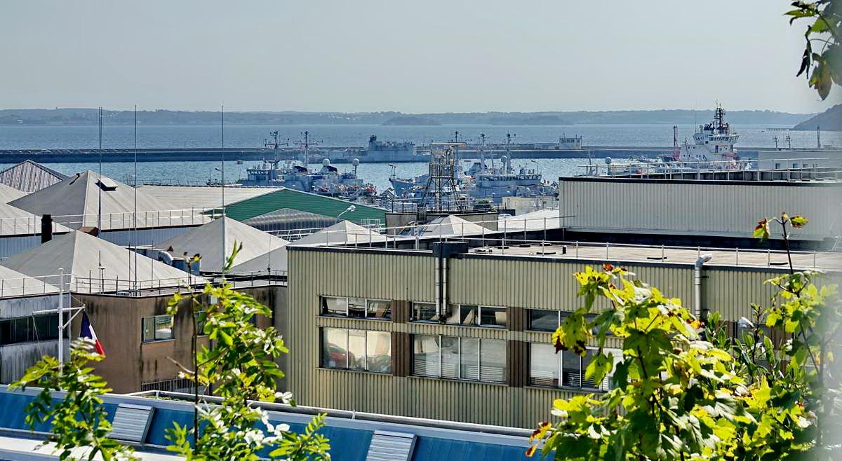[Les ports militaires de métropole] Port de BREST - TOME 3 - Page 28 _co12766