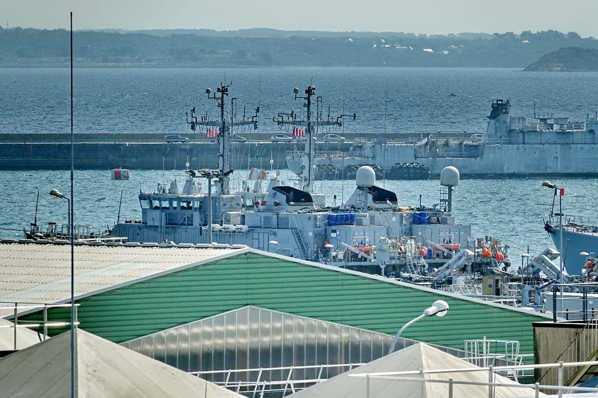 [Les ports militaires de métropole] Port de BREST - TOME 3 - Page 28 _co12767