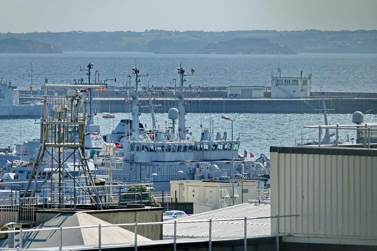 [Les ports militaires de métropole] Port de BREST - TOME 3 - Page 28 _co12768