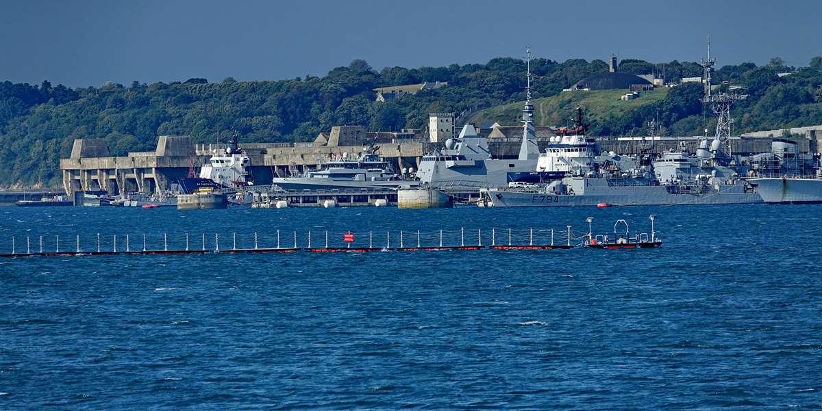 [Les ports militaires de métropole] Port de BREST - TOME 3 - Page 28 _co12827