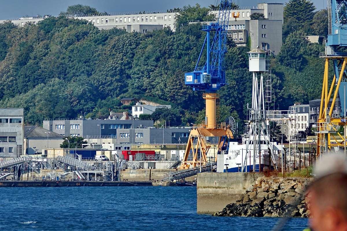 [Les ports militaires de métropole] Port de BREST - TOME 3 - Page 28 _co12833