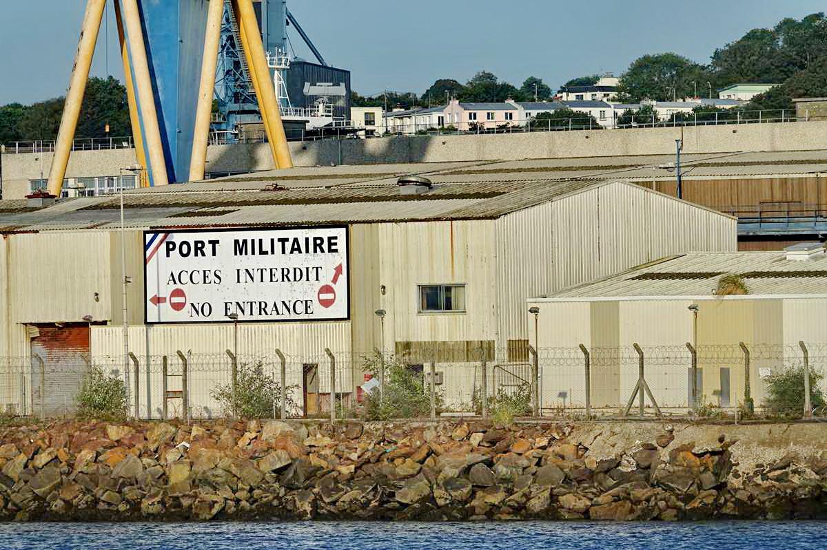 [Les ports militaires de métropole] Port de BREST - TOME 3 - Page 28 _co12835