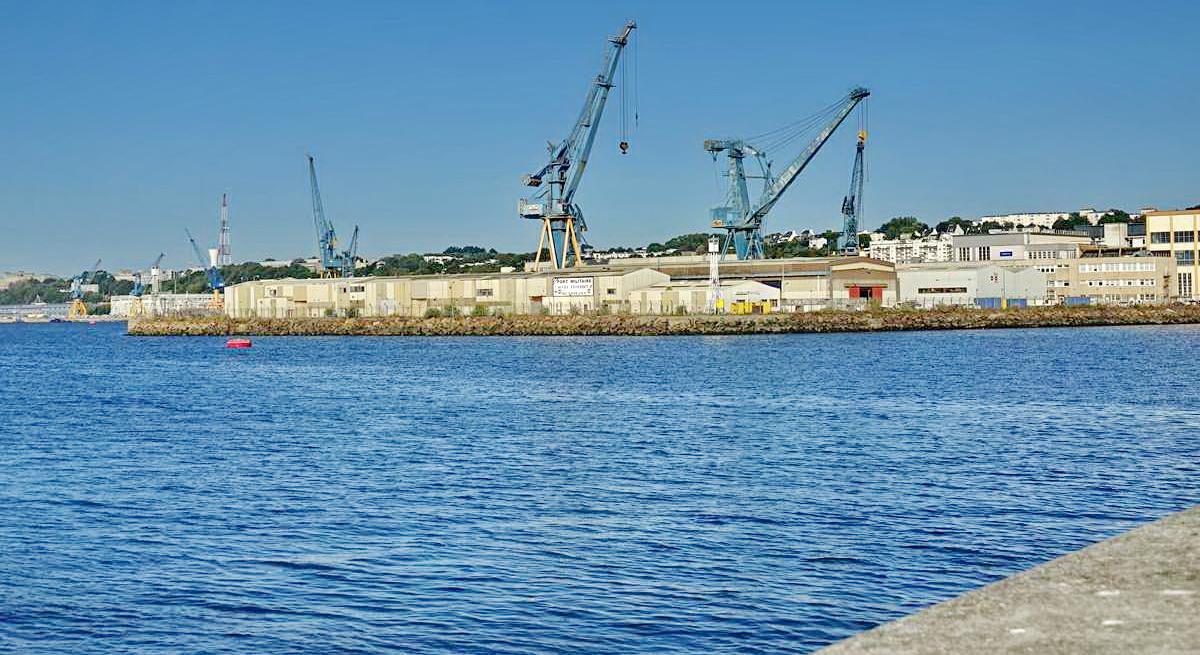 [Les ports militaires de métropole] Port de BREST - TOME 3 - Page 28 _co12837