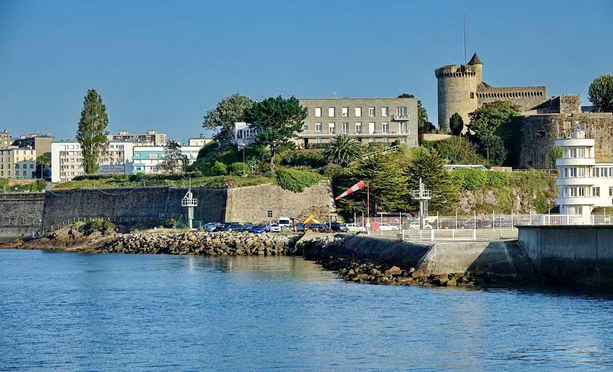 [Les ports militaires de métropole] Port de BREST - TOME 3 - Page 28 _co12840
