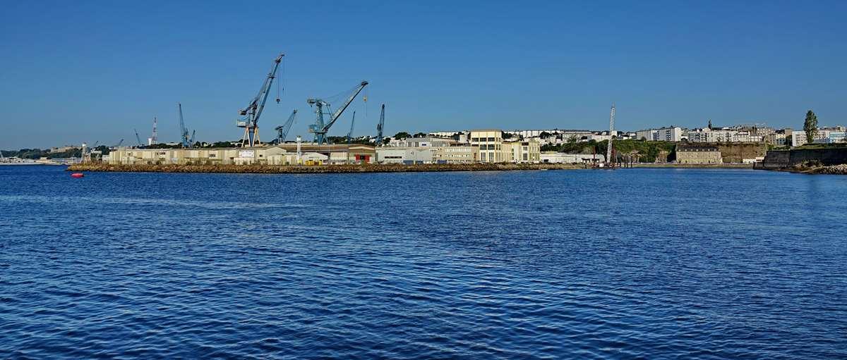 [Les ports militaires de métropole] Port de BREST - TOME 3 - Page 28 _co12842