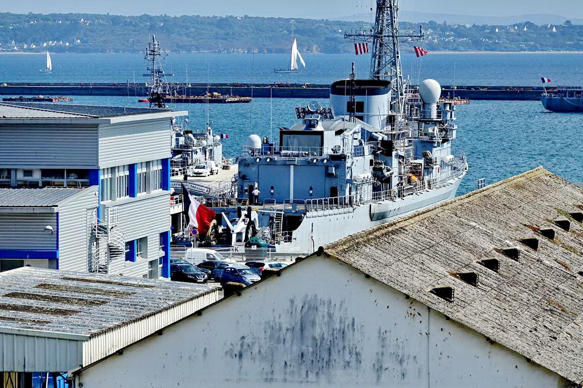 [Les ports militaires de métropole] Port de BREST - TOME 3 - Page 28 _co12931
