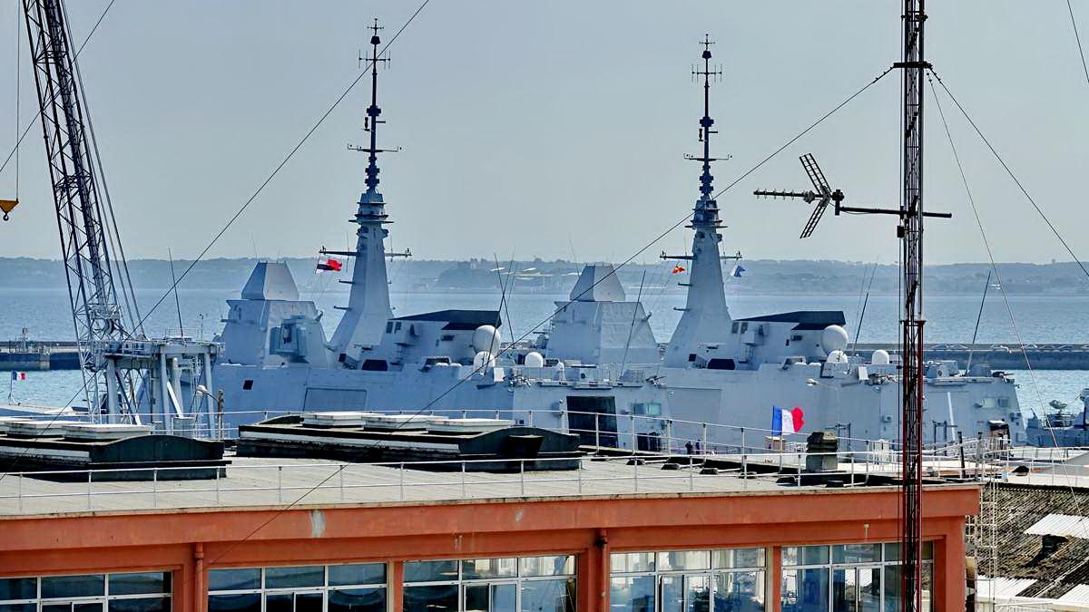 [Les ports militaires de métropole] Port de BREST - TOME 3 - Page 28 _co12932