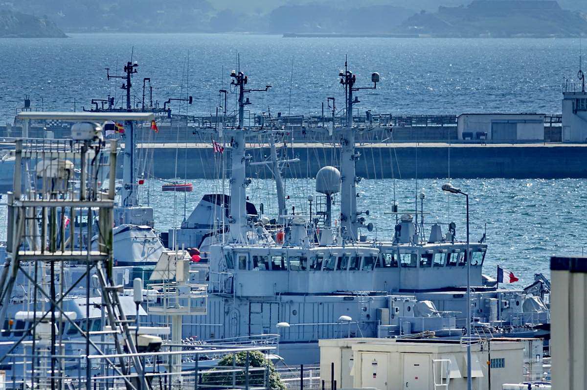 [Les ports militaires de métropole] Port de BREST - TOME 3 - Page 28 _co12933