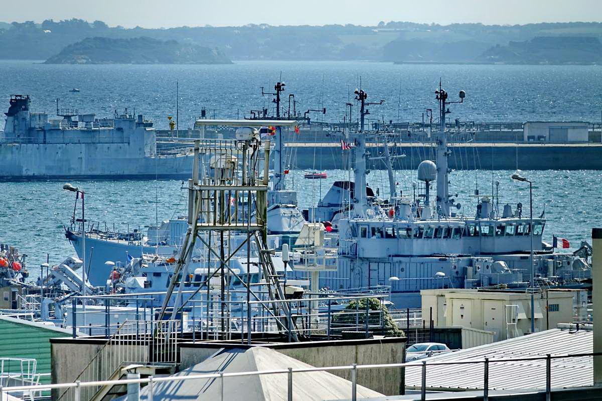 [Les ports militaires de métropole] Port de BREST - TOME 3 - Page 28 _co12942