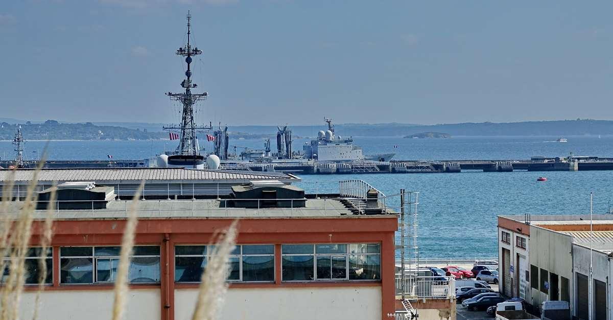 [Les ports militaires de métropole] Port de BREST - TOME 3 - Page 28 _co12944