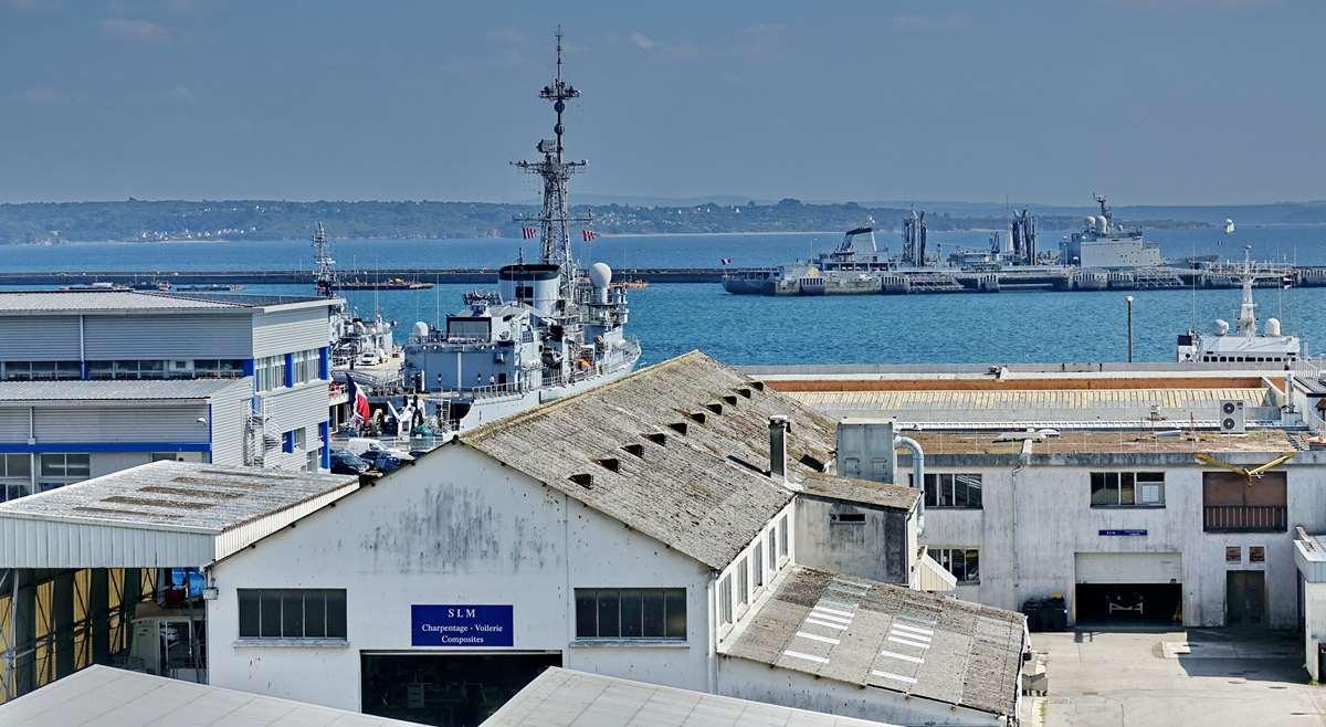 [Les ports militaires de métropole] Port de BREST - TOME 3 - Page 28 _co12945