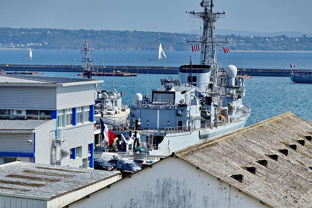[Les ports militaires de métropole] Port de BREST - TOME 3 - Page 28 _co12946