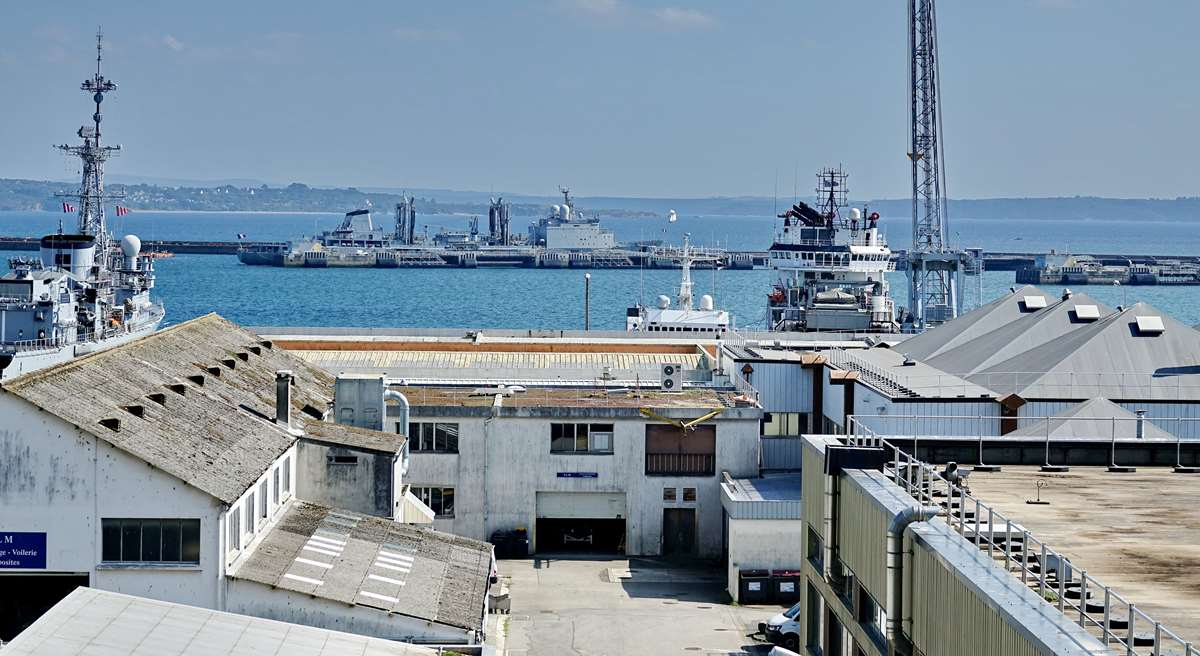 [Les ports militaires de métropole] Port de BREST - TOME 3 - Page 28 _co12947