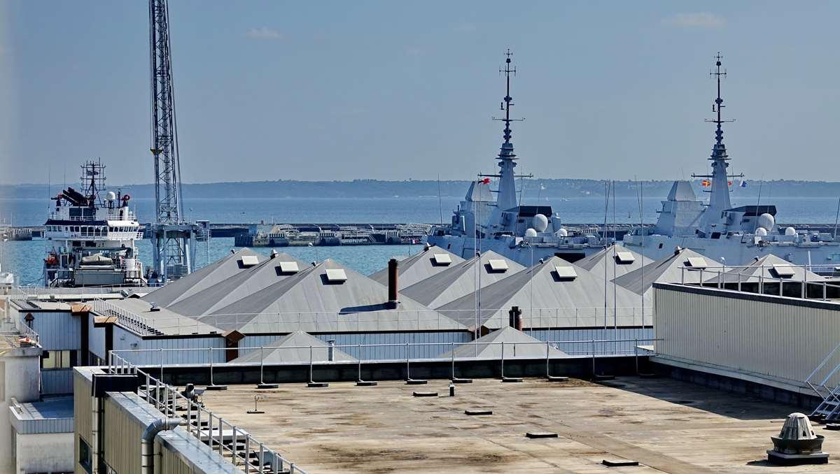 [Les ports militaires de métropole] Port de BREST - TOME 3 - Page 28 _co12948