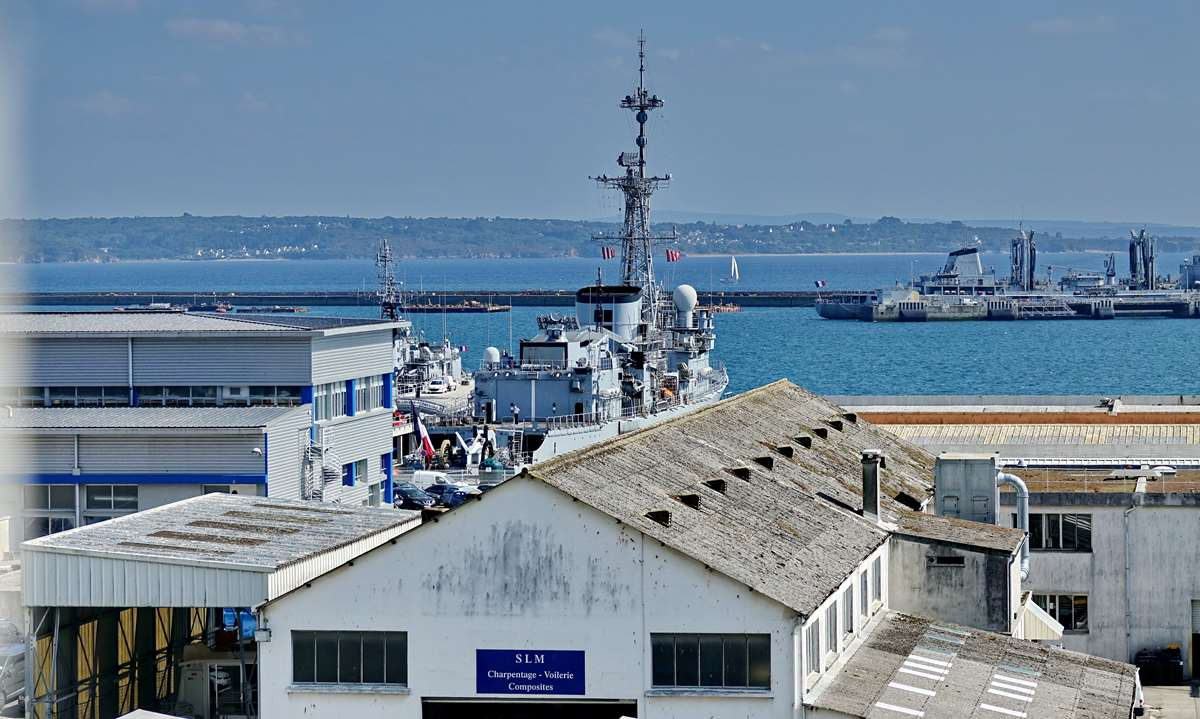 [Les ports militaires de métropole] Port de BREST - TOME 3 - Page 28 _co12950