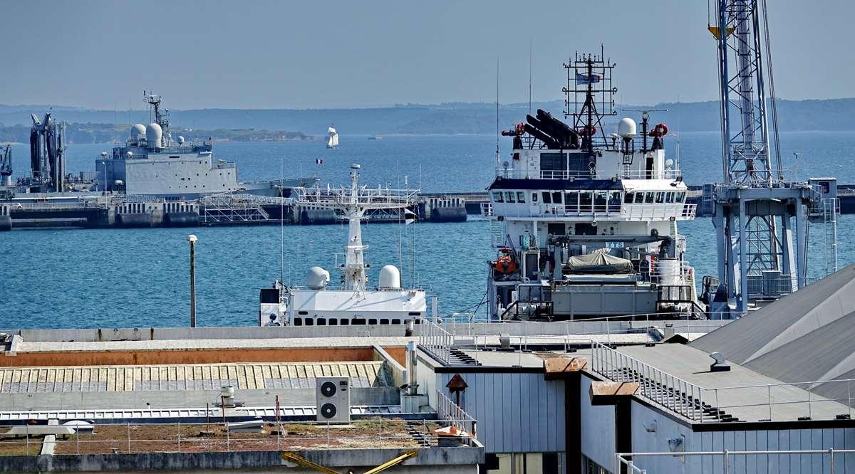 [Les ports militaires de métropole] Port de BREST - TOME 3 - Page 28 _co12951
