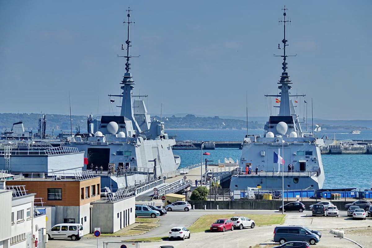 [Les ports militaires de métropole] Port de BREST - TOME 3 - Page 29 _co13195
