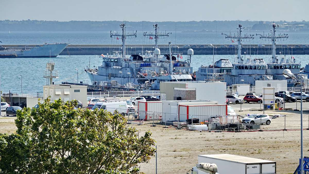 [Les ports militaires de métropole] Port de BREST - TOME 3 - Page 29 _co13199